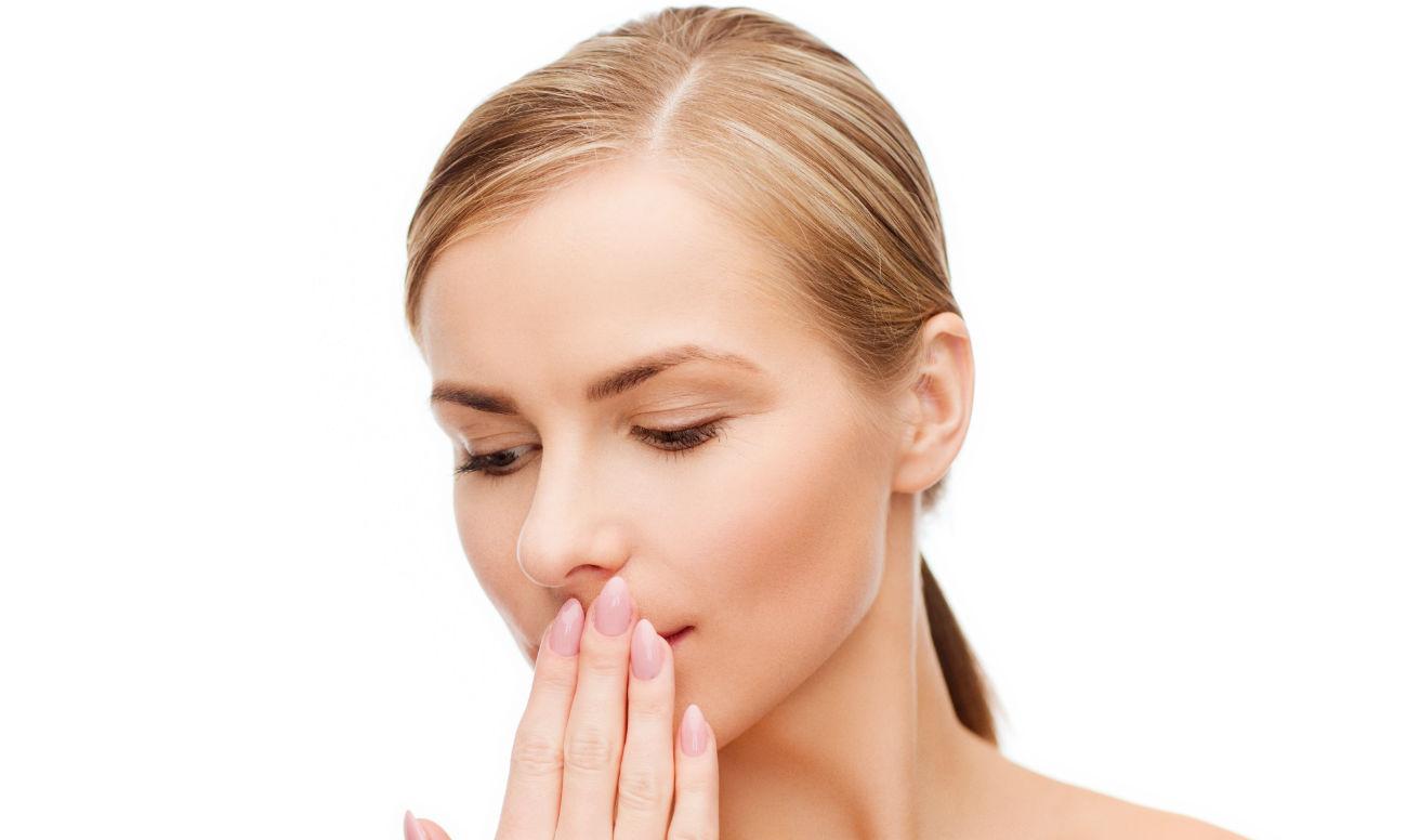 неприятный запах изо рта выходят белые комочки